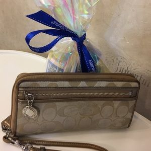 Free 🎁 w/purchase Authentic Coach wallet/wristlet